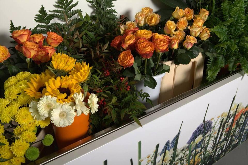 Indbygget brønd i bunden – optimal opbevaring af skårne blomster