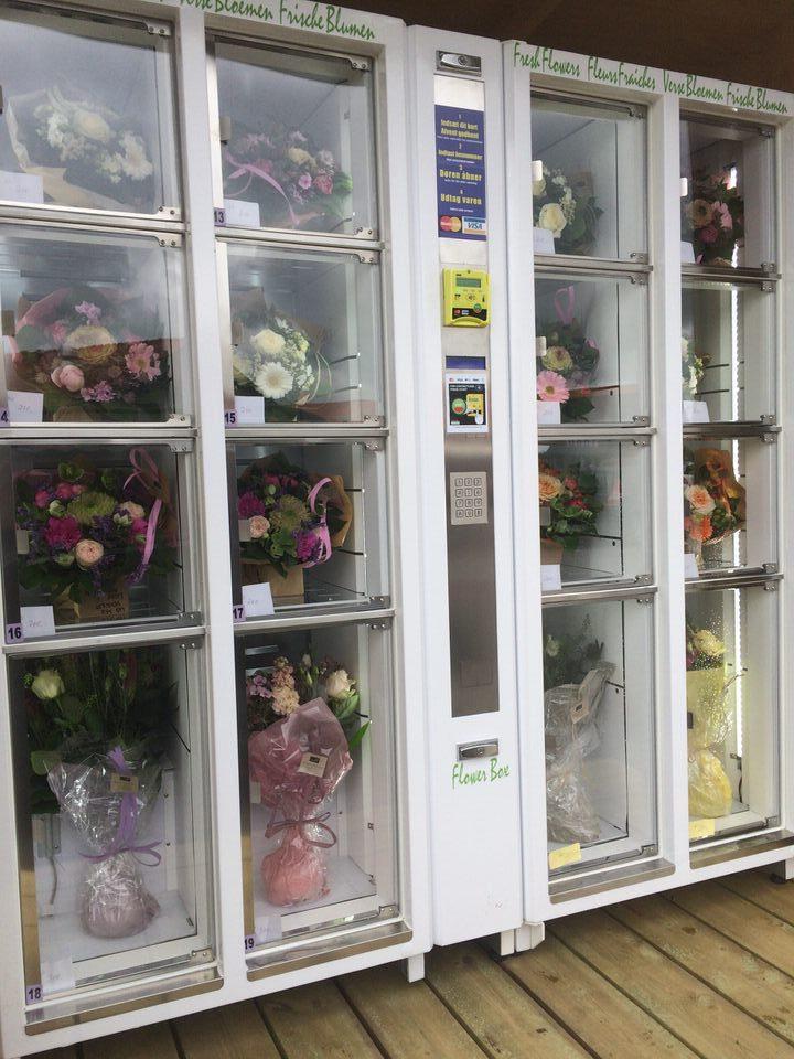 Kom og træk en blomst i blomsterautomaten på torvet ved Torstedallé