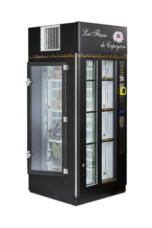 Det er nemt at fylde Naturaè-blomsterautomaten op med friske buketter via lugen i siden